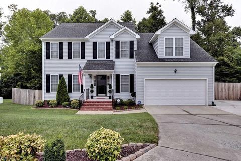 Photo of 114 Bluffs Cir, York County, VA 23185