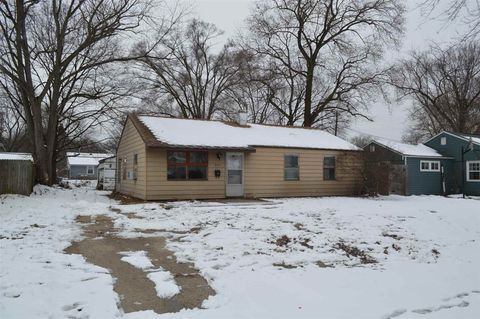 627 N Manchester Dr, South Bend, IN 46615