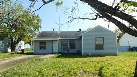 Photo of 208 Bell, Point Comfort, TX 77978