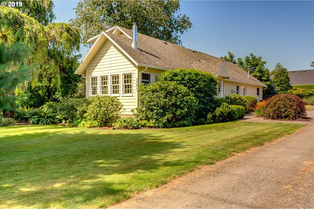 1751 N Redwood St, Canby, OR 97013