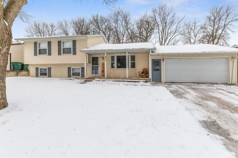 Photo of 836 Dawn Dr, Elk Run Heights, IA 50707