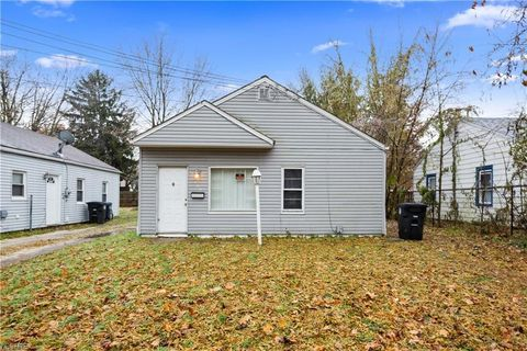 Photo of 932 Clifford Ave, Akron, OH 44306