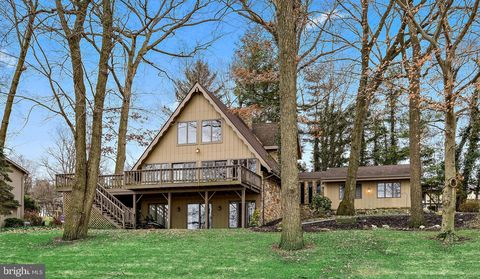150 Maple Dr, New Holland, PA 17557