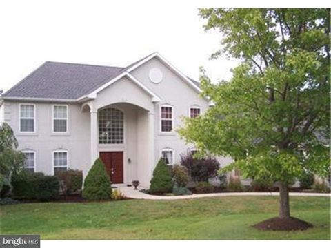 2245 Overlook Ct, Fogelsville, PA 18051