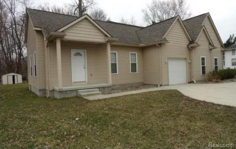6611 Hunt Rd, West Bloomfield Township, MI 48324