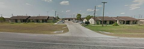Photo of 520 E Orange St, Orange Grove, TX 78372