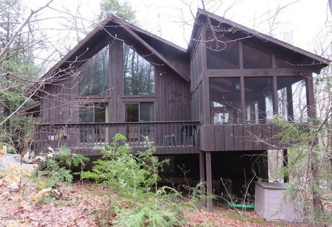 Photo of 321 Tamarack Trl, Sandisfield, MA 01255