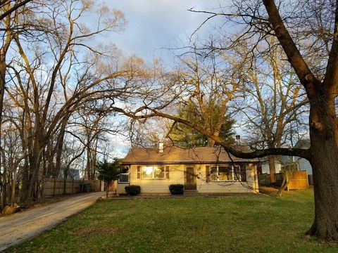 370 Hickory Rd, Lake Zurich, IL 60047