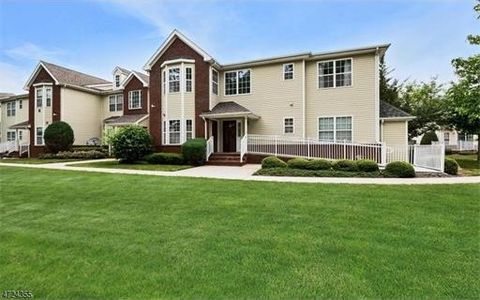 157 Forest Dr, Piscataway, NJ 08854