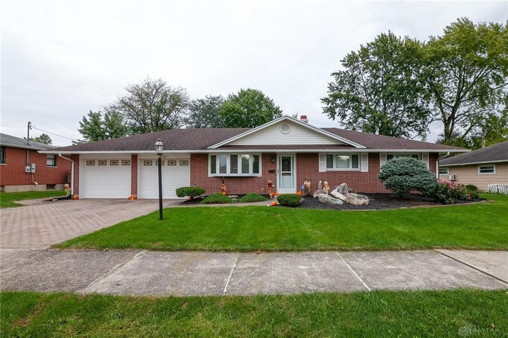 727 Lymington Rd, Troy, OH 45373