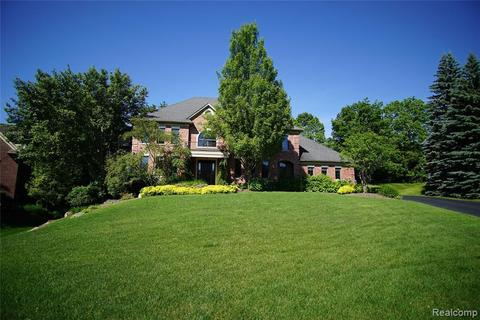 701 Wellington Cir, Rochester Hills, MI 48309 with Open Houses