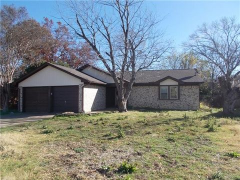 Photo of 7021 Misty Meadow Dr S, Fort Worth, TX 76133