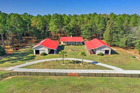 Photo of 261 Four Oaks Rd, Wagener, SC 29164