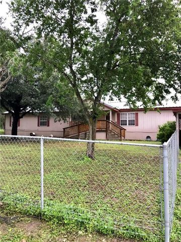 Photo of 1013 E Harvill St E, Freer, TX 78357
