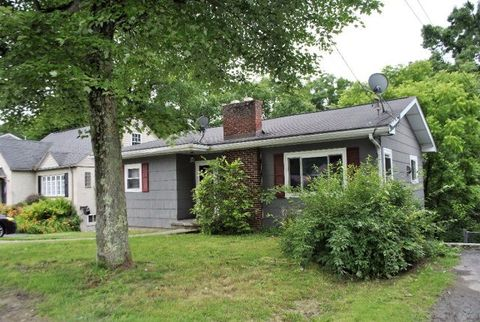 360 Mankin Ave, Beckley, WV 25801