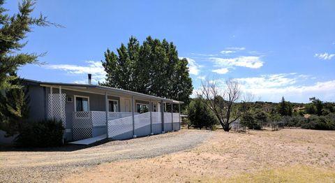 8780 S Steven Trl, Wilhoit, AZ 86332