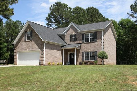 Photo of 4035 Waters Edge Ln, Lancaster, SC 29720