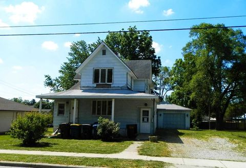 406 Henry St, Angola, IN 46703