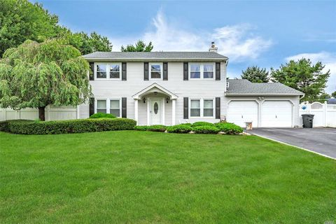 96 Camille Ln, East Patchogue, NY 11772