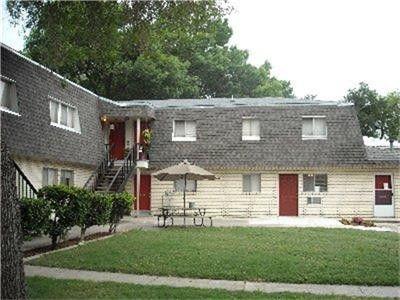 Photo of 499 W San Antonio St, Lockhart, TX 78644