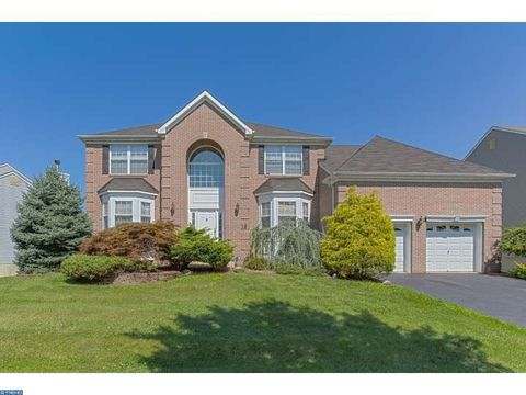 19 Picasso Ct, East Windsor, NJ 08520