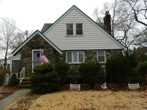Photo of 25 Russell St, Lynbrook, NY 11563