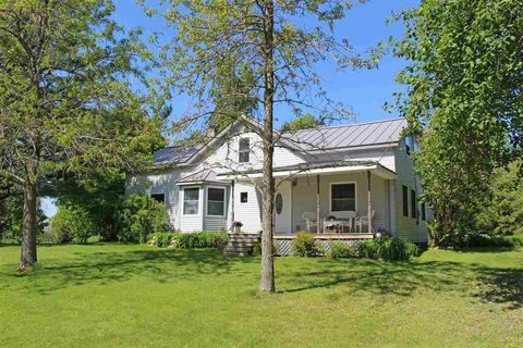 Photo of 376 South St, South Hero, VT 05486