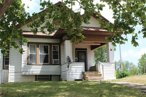 201 N Sloan St, Maysville, MO 64469