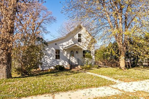 Photo of 114 Center Ave N, Hayfield, MN 55940