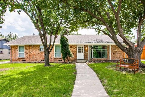 Photo of 704 S Waterview Dr, Richardson, TX 75080