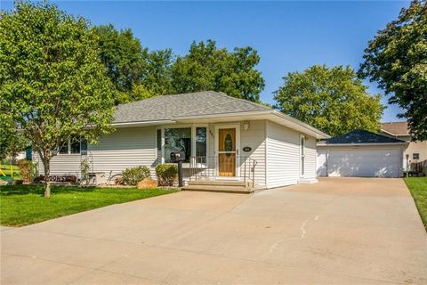 Photo of 901 W Jefferson St, Knoxville, IA 50138