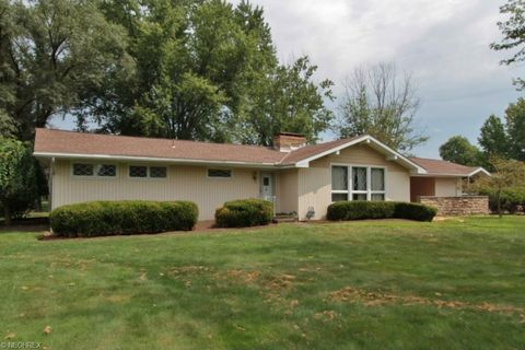 2788 Center Dr, Zanesville, OH 43701