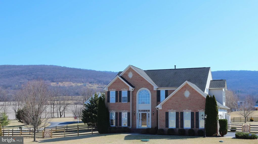23319 Angela Ct, Smithsburg, MD 21783
