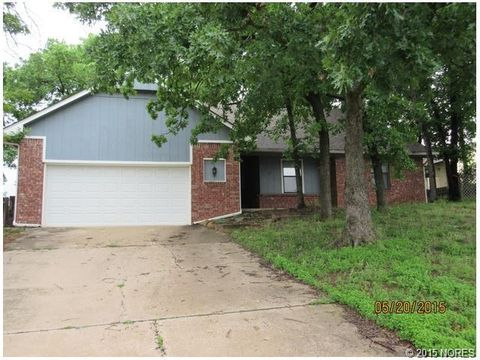 721 E 11th St N, Sand Springs, OK 74063
