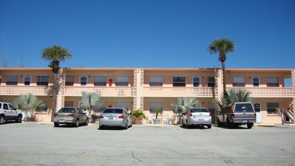 300 Azure Ln, Cocoa Beach, FL 32931
