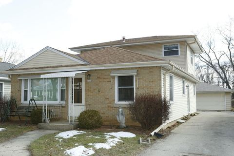 Photo of 1920 N 117th St, Wauwatosa, WI 53226