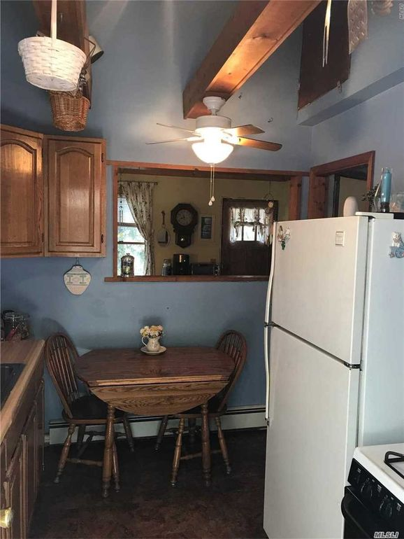 765 Meadow Rd, Smithtown, NY 11787