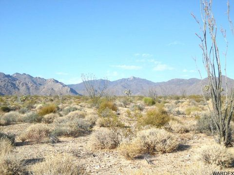 S Alan Rd, Yucca, AZ 86438