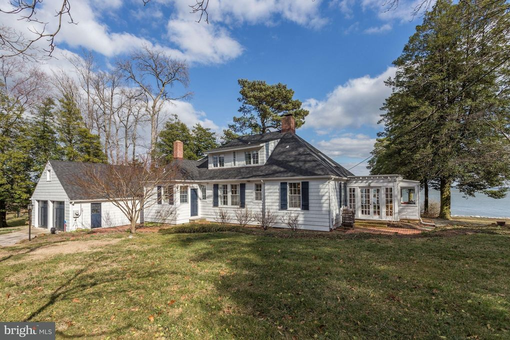 731 Bywater Rd, Gibson Island, MD 21056