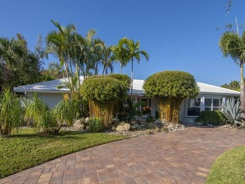 Photo of 945 Treasure Ln, Vero Beach, FL 32963