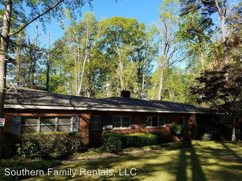 Photo of 1810 Pine Forest Cir, Dublin, GA 31021