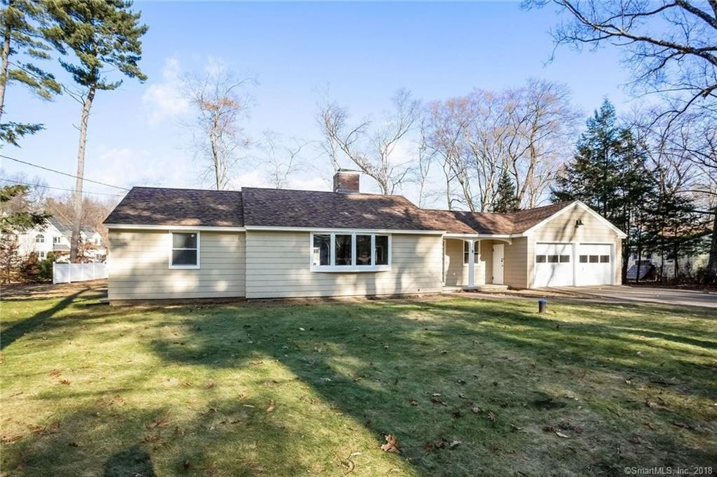 8 Capewell Dr, Bloomfield, CT 06002