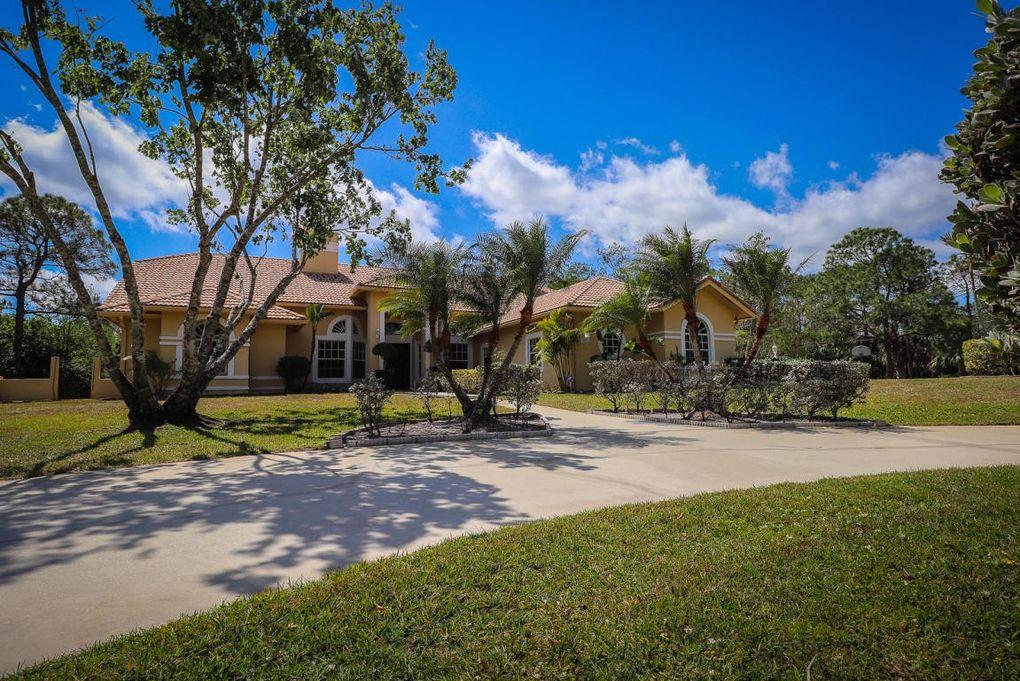 8852 154th Ct N, Palm Beach Gardens, FL 33418