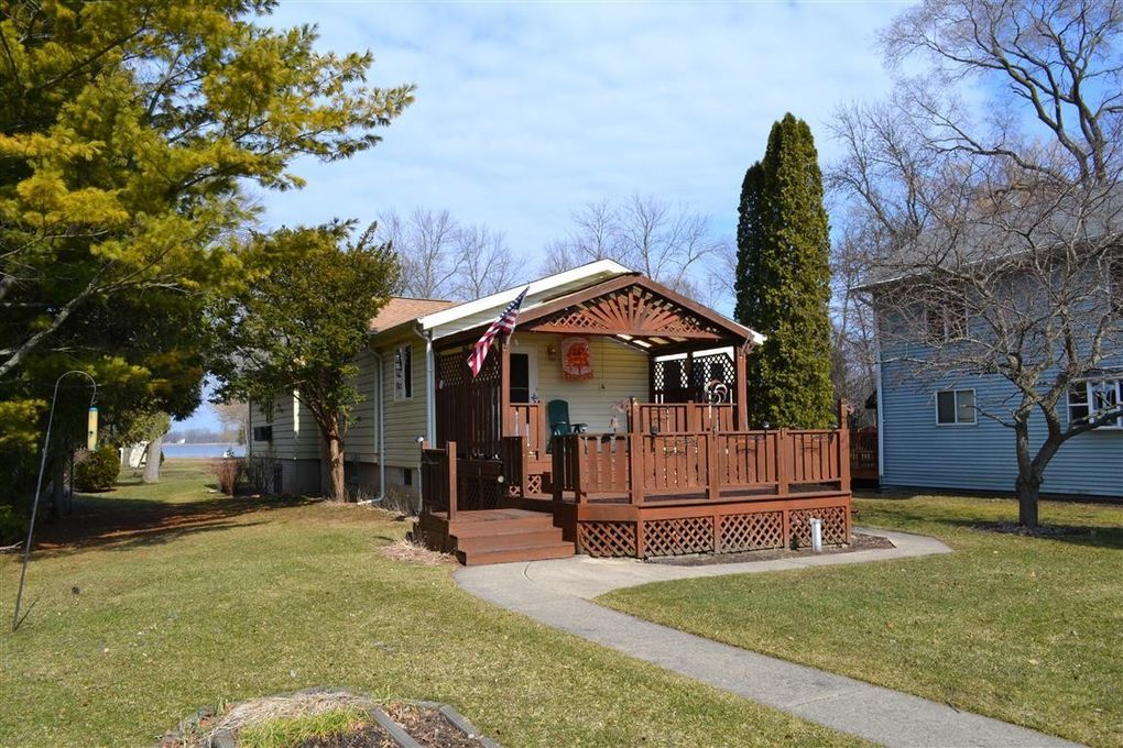 24418 Sandy Point Dr, Waterford, WI 53185