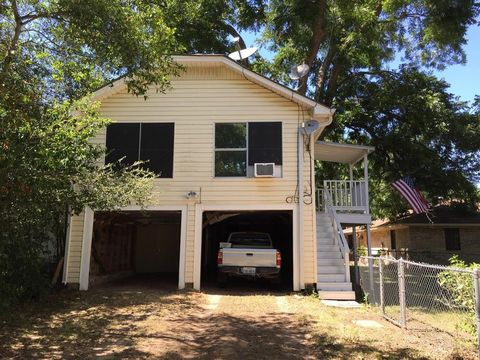 Photo of 500 W Sixth St, Brenham, TX 77833