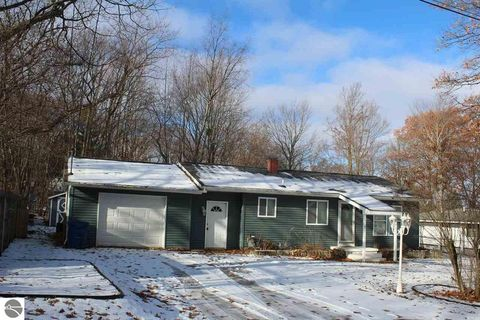 Photo of 214 Joliet Ave, Houghton Lake, MI 48629