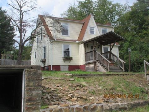 1723 E Main St, Oak Hill, WV 25901