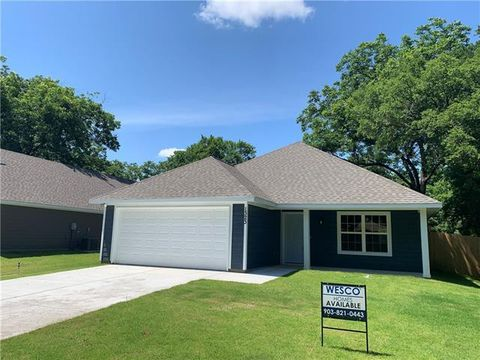 Photo of 1323 Cherry St, Gainesville, TX 76240