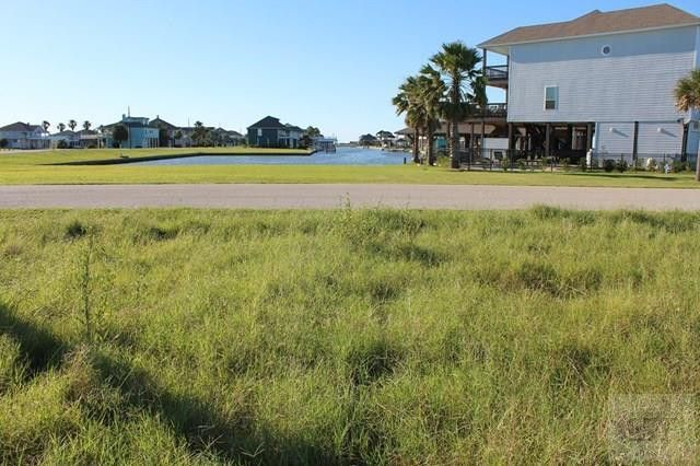 1200 Waterview Ln, Crystal Beach, TX 77650