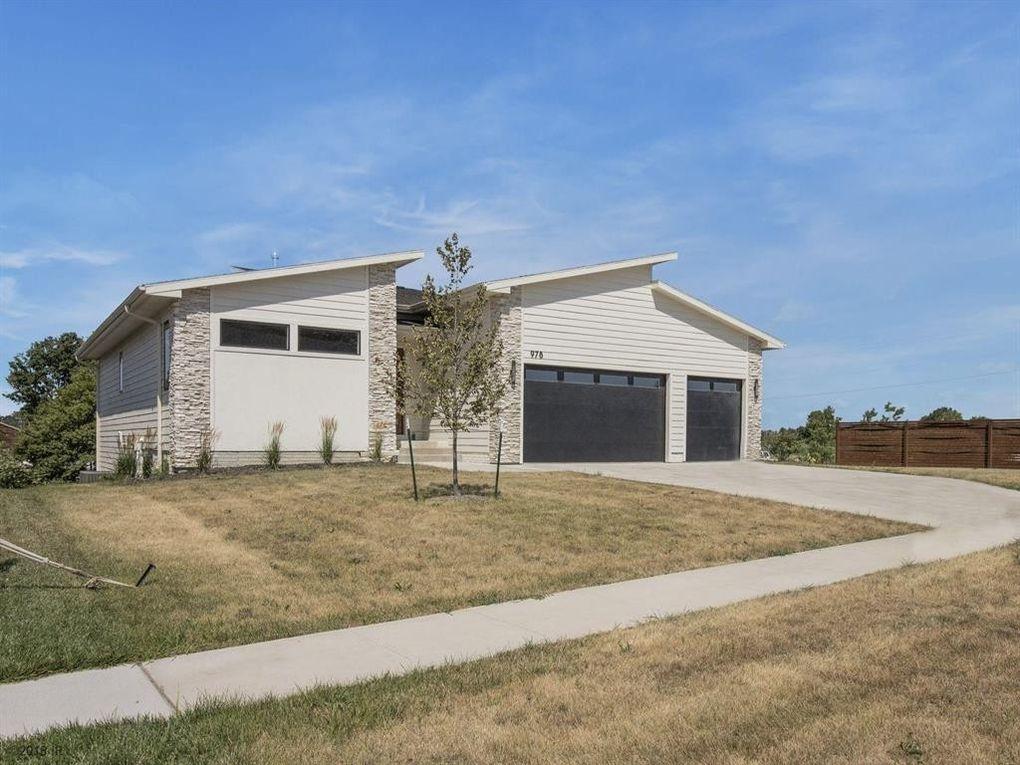 978 84th St, West Des Moines, IA 50266